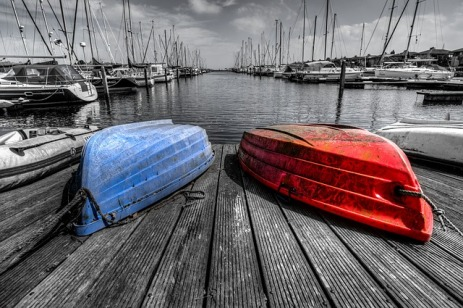 bw_red_blue_boat