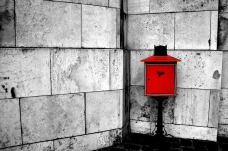 bw_red_mailbox