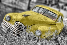 bw_yellow_car